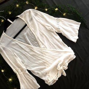 💓Xhilaration Crop Wrap-Around Flare-sleeve top